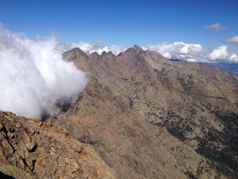 Mraky na vrcholu Korsiky, GR20