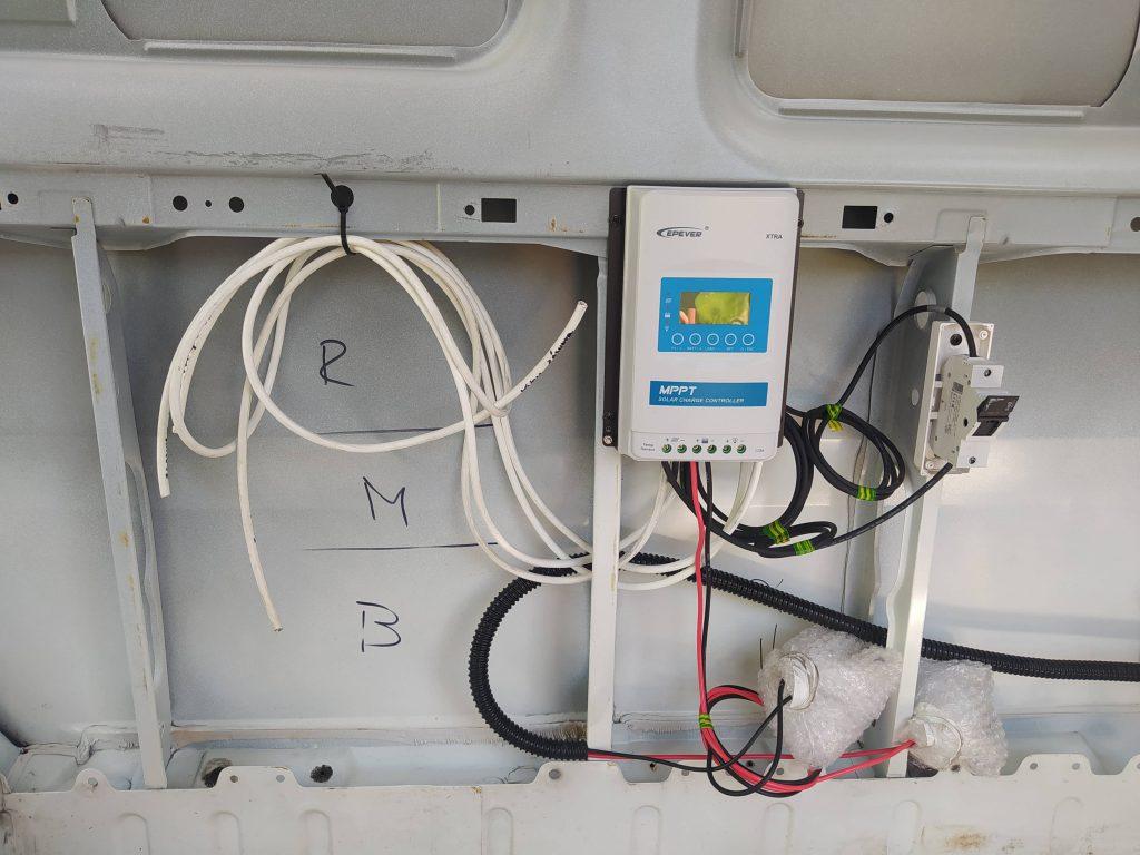 K solárnímu panelu na dodávku potřebujete i digitální panel.