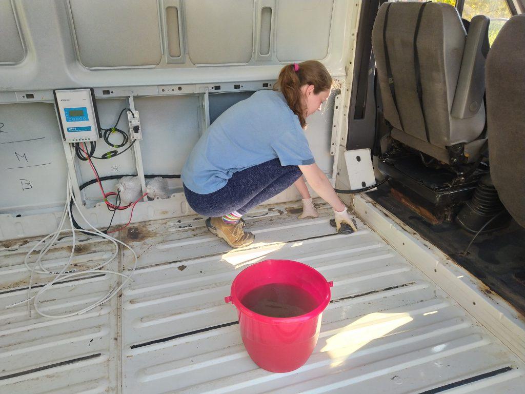 Přestavba dodávky a mytí.