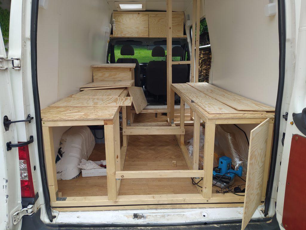 Konstrukce nábytku v obytné dodávce